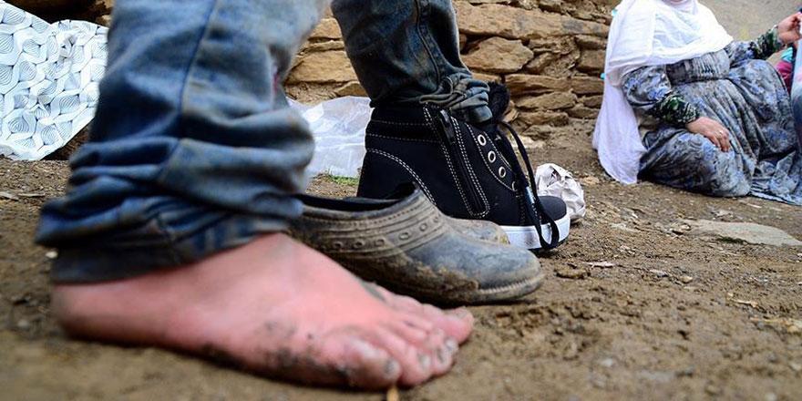 Fotoğraf çekmeye gitmişti ayakkabısız çocukları görünce...