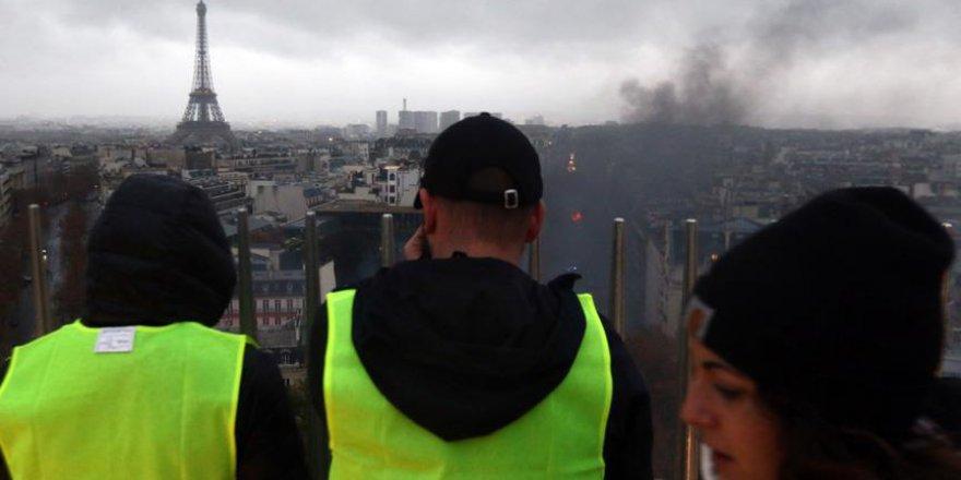 Fransa İçişleri Bakanı gösterilerin bitirilmesini istedi