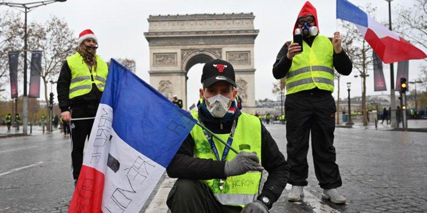 Fransa'da protestocular verileni yeterli bulmadı