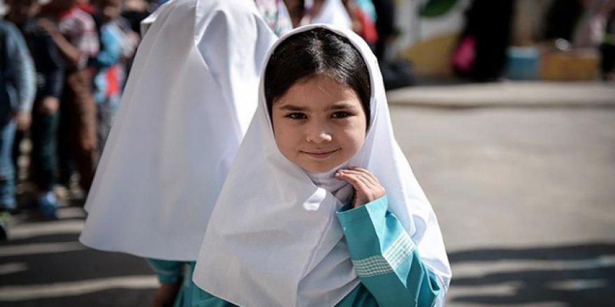İran'ın eğitim sorunu: Binlerce çocuk okula gidemiyor