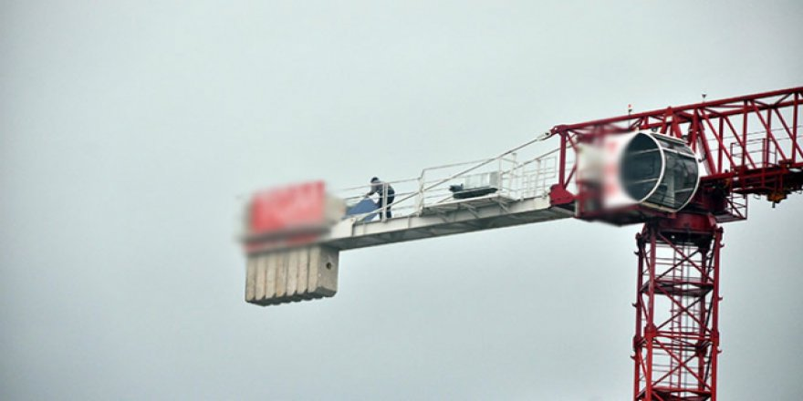 60 metre yükseklikteki vinç mescid oldu, namazını kıldı