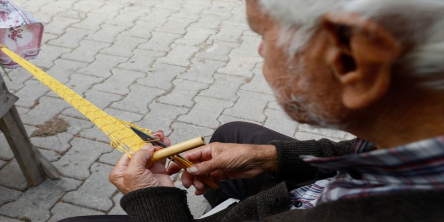 Yaşlı çift pazarlarda naylon israfını böyle düşürecek