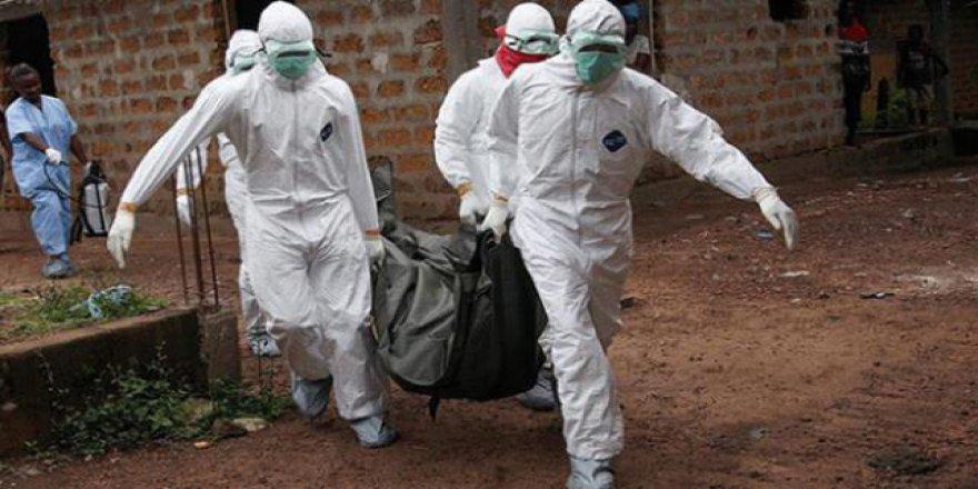 Uganda'da Ebola salgını korkusuyla binlerce sağlık çalışanına aşı yapıldı