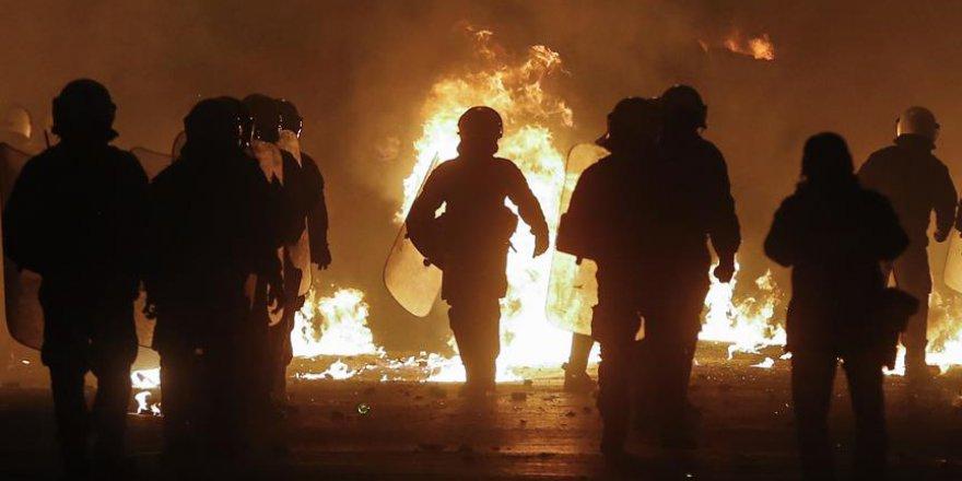 Yunanistan 16 yaşındaki öğrencinin vurulması sonrası olaylar başladı
