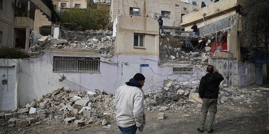 İşgalci İsrail, Filistinliye evini zorla yıktırdı