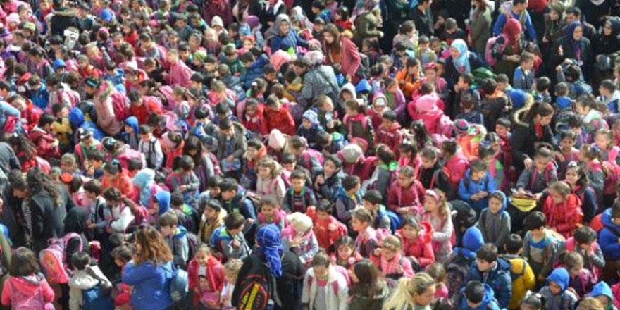 Türkiye'nin en kalabalık ilkokulu! Öğrenci sayısı 66 ilçeden fazla