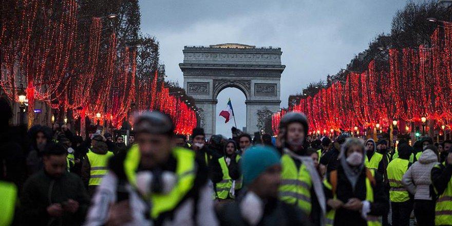Macron protestocuları ikna edemedi