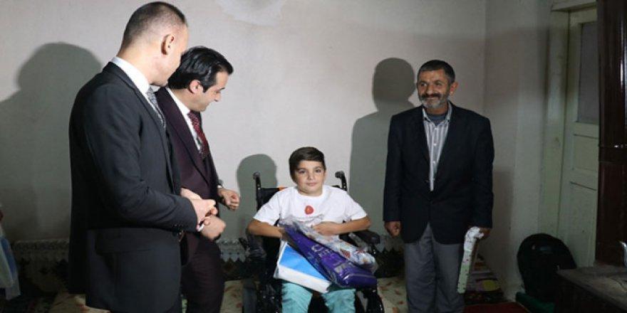 Akülü sandalyeye kavuşan 10 yaşındaki Ferhat Polat okula gidebilecek