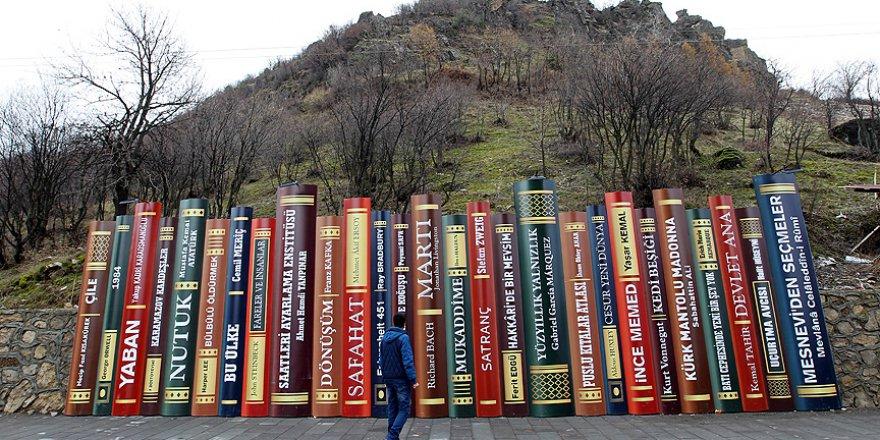 Önemli edebiyat eserleri Türkiye-Irak sınırını süslüyor