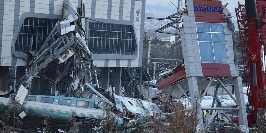 Ankara'da kaza yapan hızlı trenin enkazı kaldırılıyor
