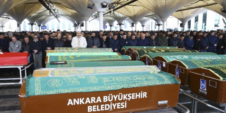 Ankara'daki YHT kazasında hayatını kaybedenler son yolculuklarına uğurlanıyor