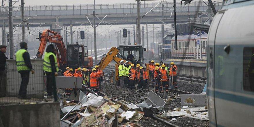 YHT kazası sonrası vagon parçaları kaldırıldı