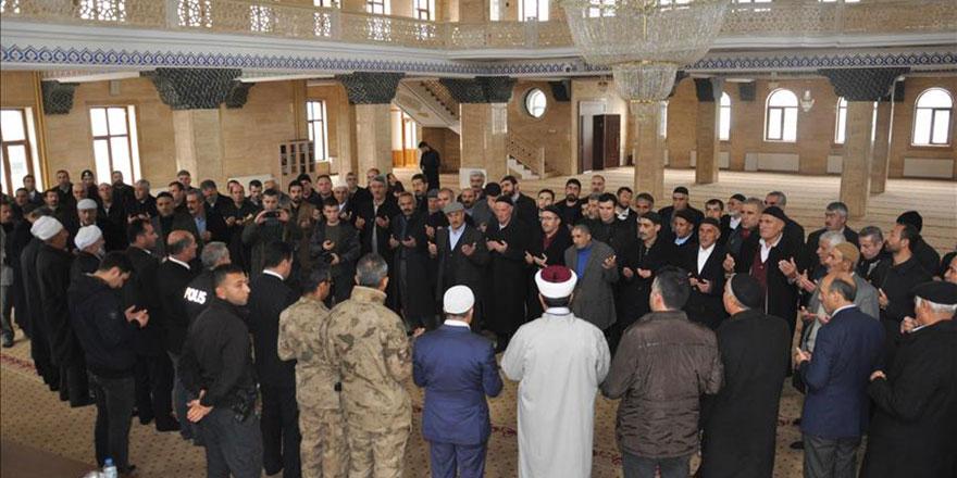 Husumetli aileler cami ve Kur'an ile barıştırıldı