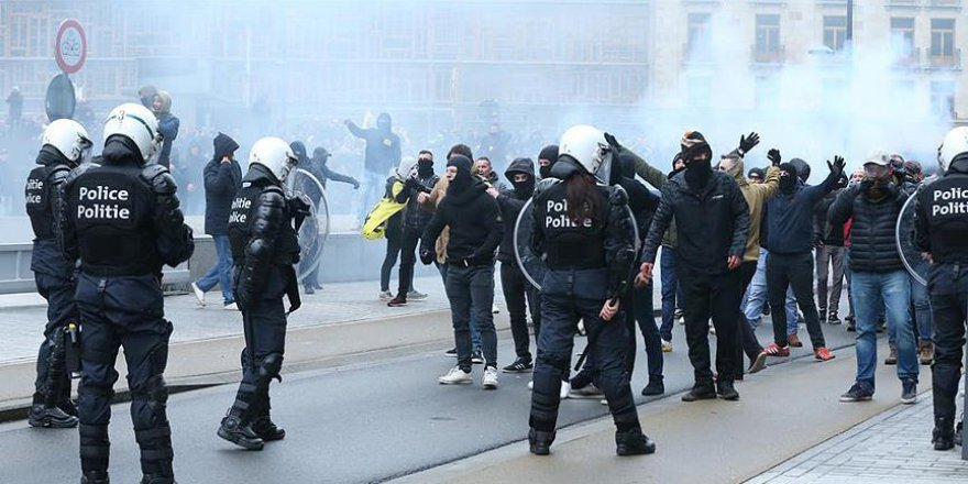Brüksel'de 'göç sözleşmesi' protestolarına polis müdahalesi