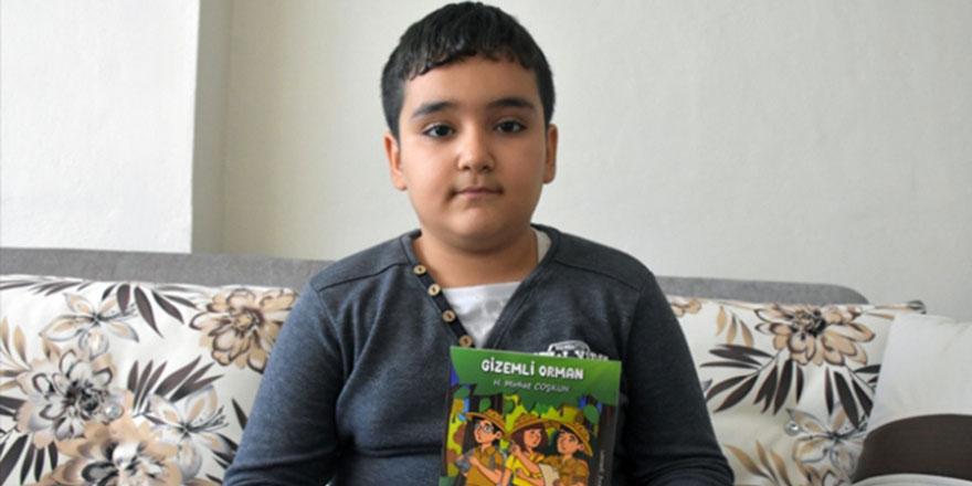 9 yaşındaki 'kitap kurdu' Mirhat 4 hikaye kitabı yazdı