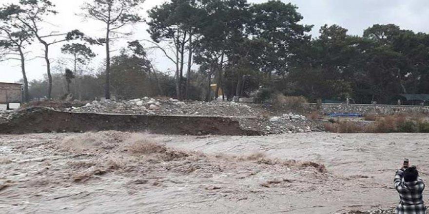 Antalya'da günlük yağış rekoru kırıldı
