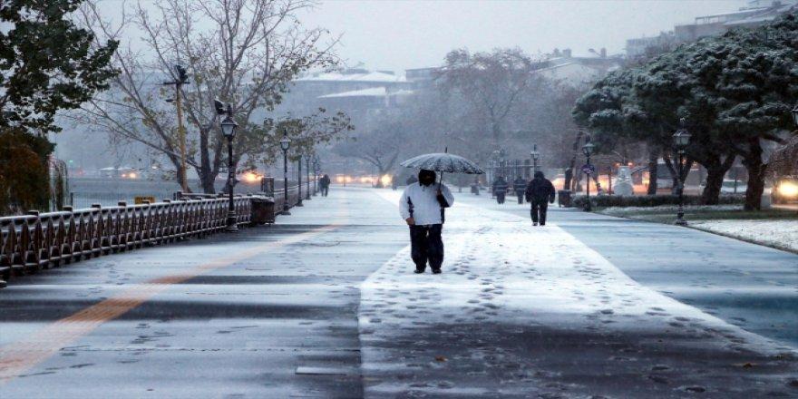Trakya'da etkili olan kar yağışı ile tefekkürlük manzaralar