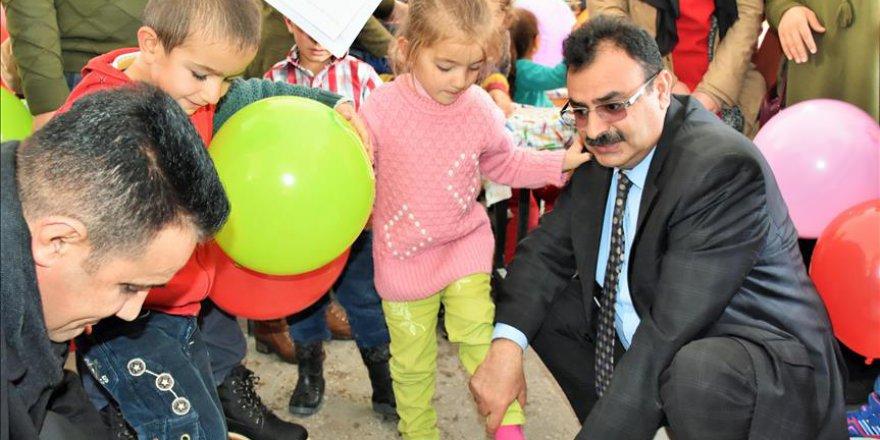 Muş'ta köy çocuklarını 'ısıtan' yardım