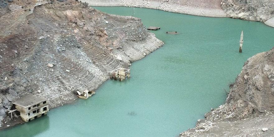 Su çekildi minare ortaya çıktı