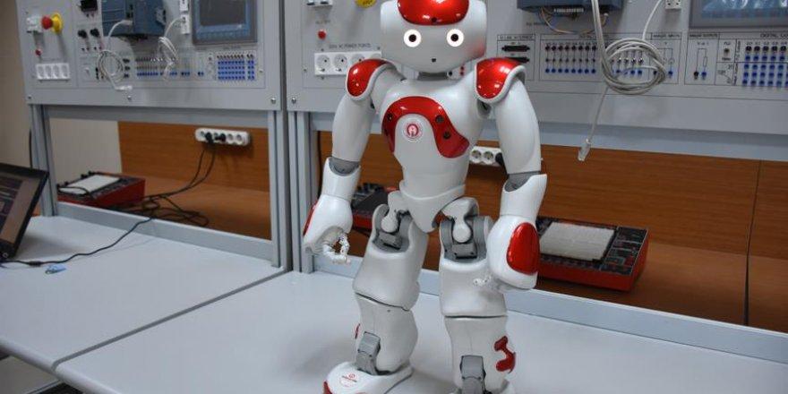 Robotlar şimdi de öğretmenlerin işine talip