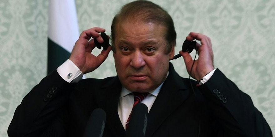 Eski Pakistan Başbakanı Şerif yolsuzluktan hüküm giydi