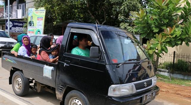 Endonezya'da halk tsunamiden kaçıyor