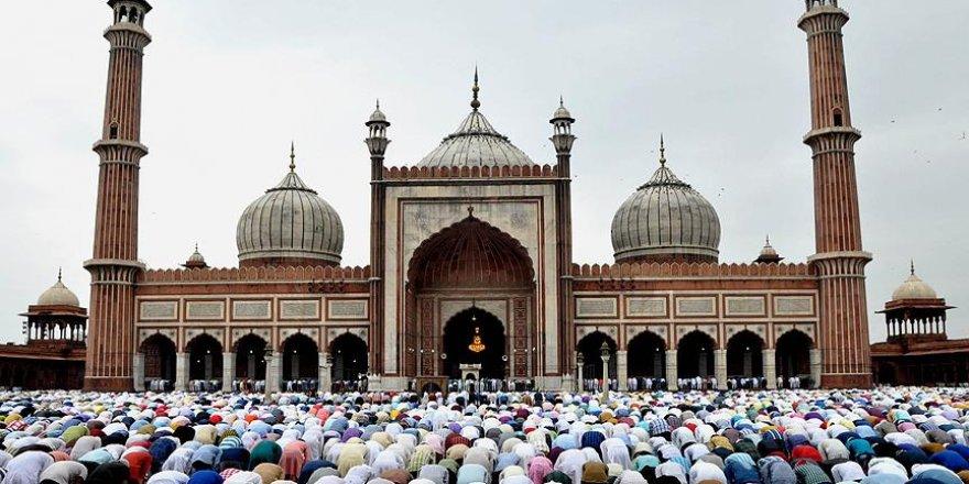 Hindistan Müslümanların Cuma Namazı kılmasına izin vermedi