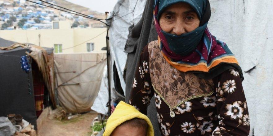 Suriye'deki sığınmacılar ısınmak için çare arıyor
