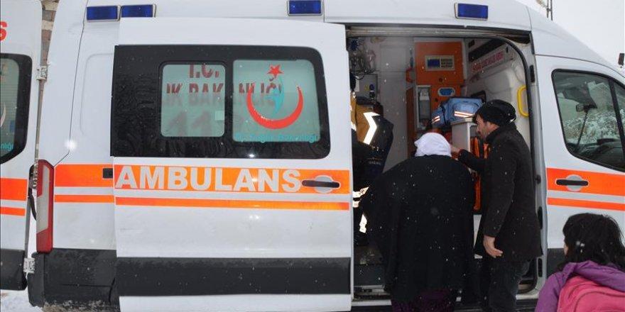Karda mahsur kalan hastaya ekipler yetişti