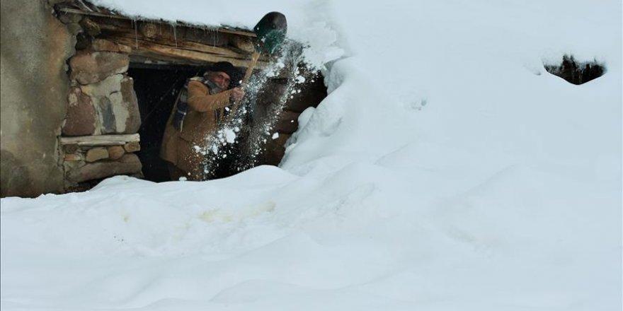 Doğu bölgelerimizde ulaşıma kar engeli