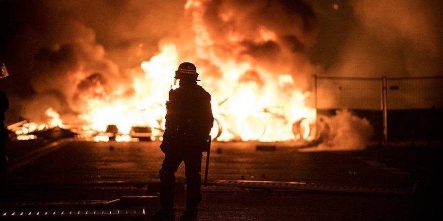 Fransa'daki gösteriler nedeniyle 43 bin kişi işsiz kaldı