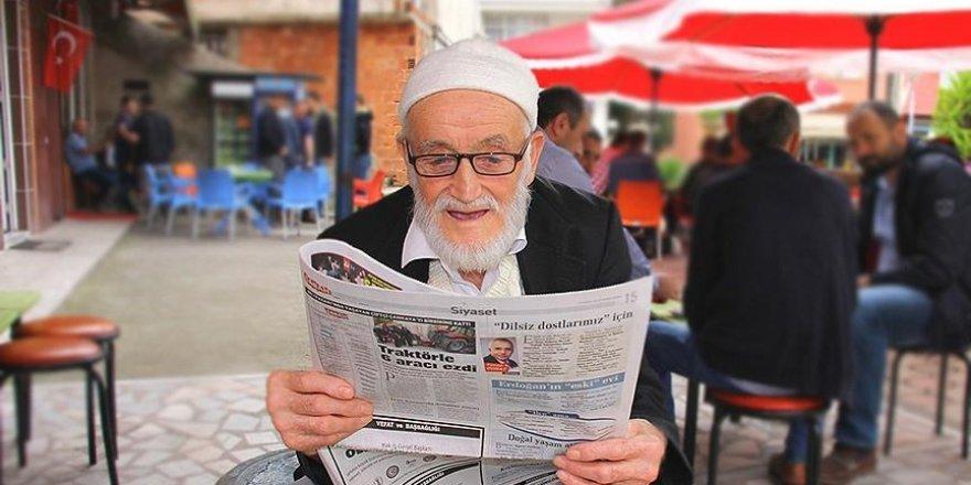 84 yaşındaki 'dede'nin gazete aşkı