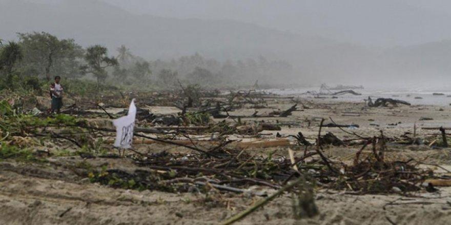 Tsunaminin vurduğu Endonezya'da şimdi de yanardağ alarmı