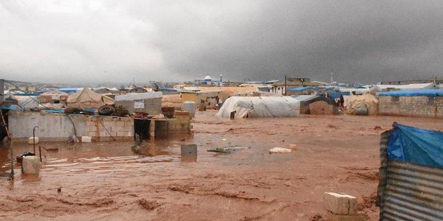Allah sığınmacılara yardım etsin: 25 bin kişinin çadırını sel bastı