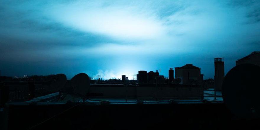 New York semaları bir anda mavi ışığa büründü