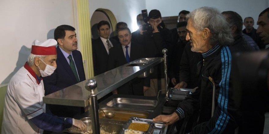 Ankara Valisi Şahin'den kimsesizlere ziyaret