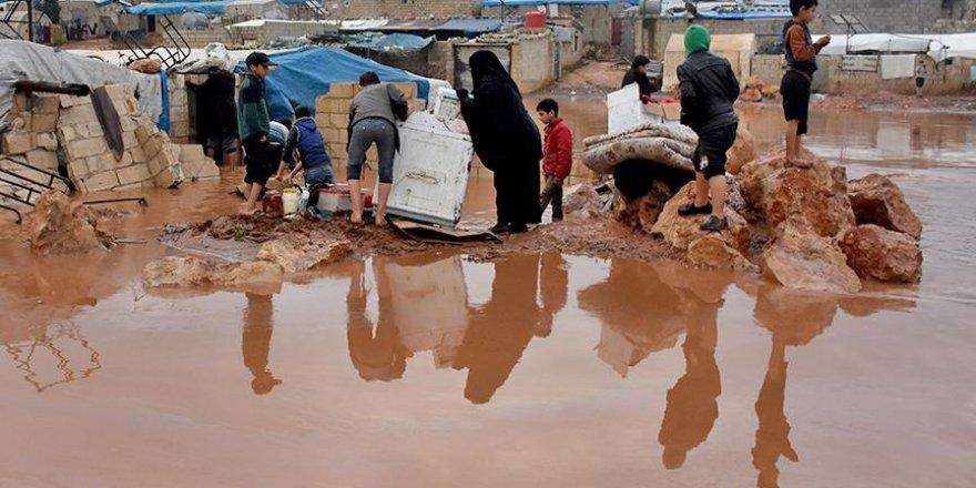 Sel mağduru sığınmacılar destek bekliyor