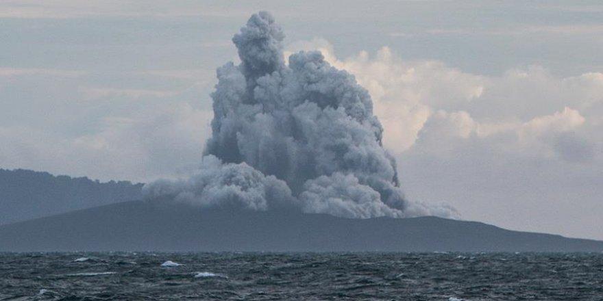 Tsunamiye neden olan yanardağ küçülüyor