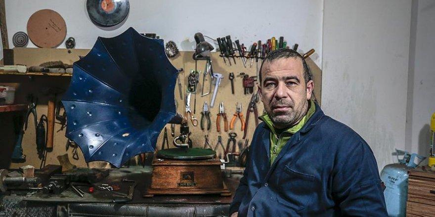 Gramofon onarırken tanıştığı 'tarihi' aletlerle koleksiyon yaptı