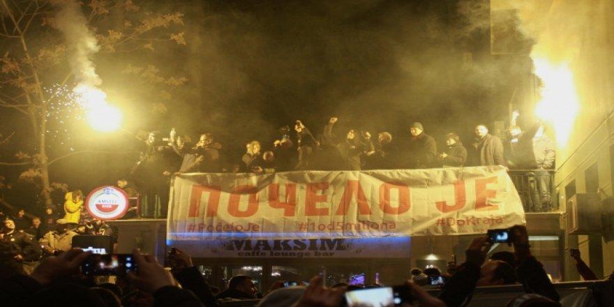 Sırbistan sokakları durulmuyor