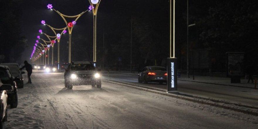 Erzincan'da buzlanma ulaşımı olumsuz etkiledi