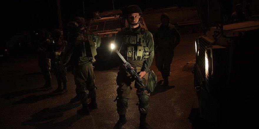 İşgalci İsrail 10 Filistinliyi gözaltına aldı