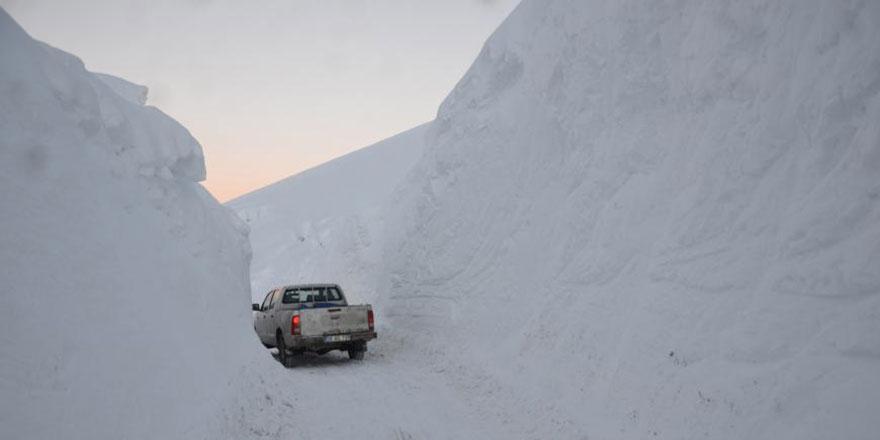 Yüksekova'da kar kalınlığı yer yer 4 metreyi aştı