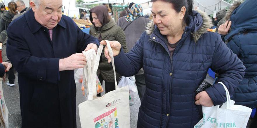 İstanbul Esnaf Odaları Birliği bez çanta dağıttı