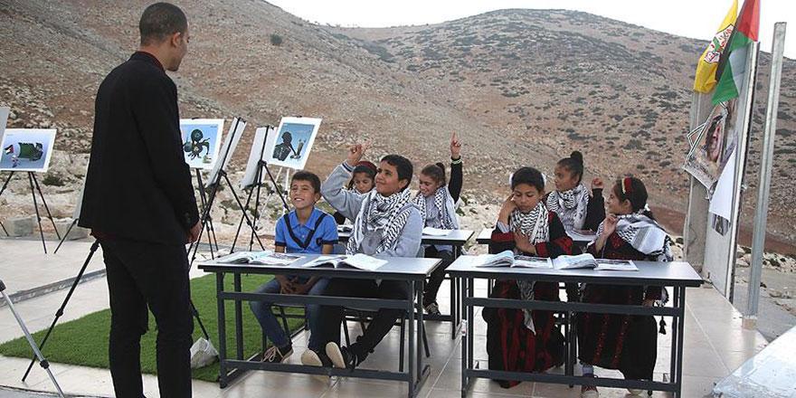 İşgalci İsrail okullarını yıktı ama eğitimden vazgeçmediler