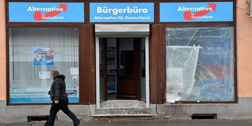Almanya'da aşırı sağcı partinin bürosuna saldırı