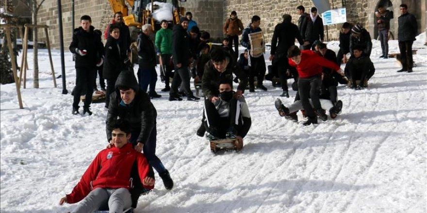 Erzurumlu çocuklar bu şenlikte eğlendi