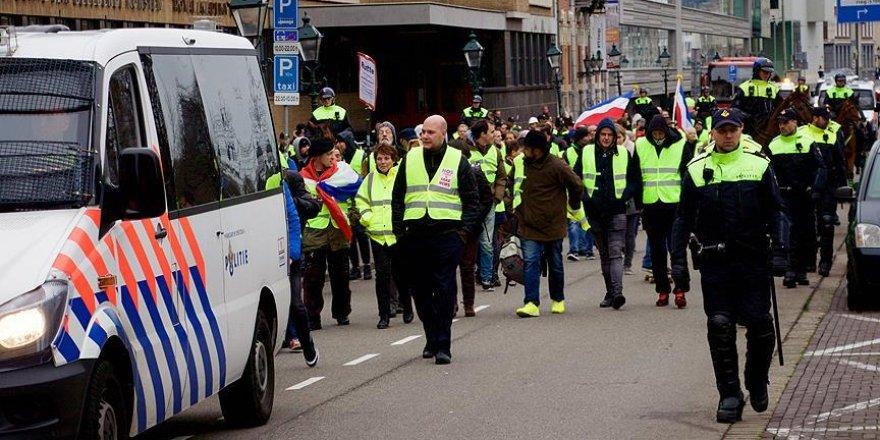 Sarı Yelekliler şimdi de Hollanda'yı karıştırıyor
