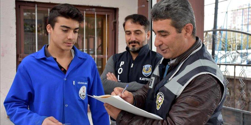 Öğrencilerin güvenliği için okulları geziyor