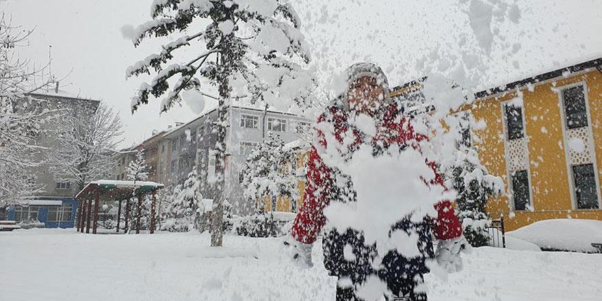 Kar yağdı 38 ilde eğitime ara verildi